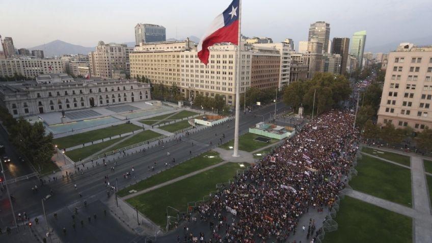 Reportan enfrentamientos en manifestación por Día de la Mujer en Chile