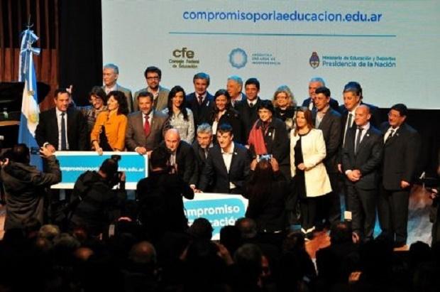 Santa Cruz y Nación firmaron pacto de compromiso por la Educación