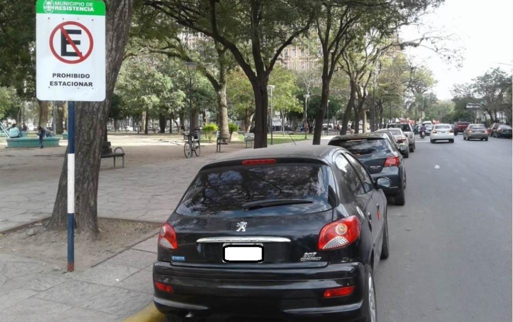 ¿Cuándo se puede estacionar alrededor de la plaza 25 de Mayo?