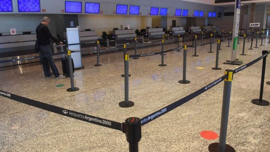 Aerolíneas Argentinas canceló todos los vuelos del martes